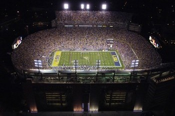 Louisiana-state-university-football-tiger-stadium-at-night-lsu-f-x-00058lg_original_display_image