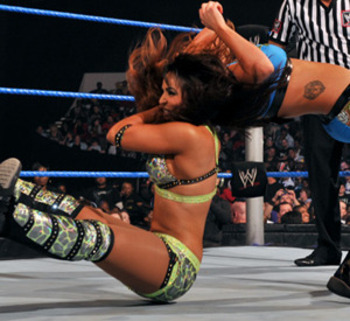 Rosa-mendes-vs-layla_display_image