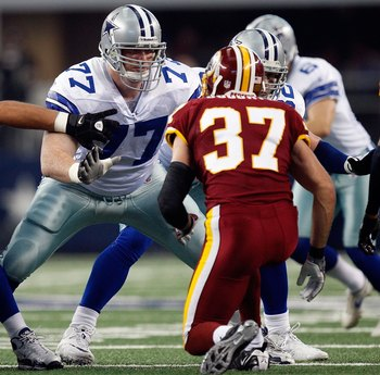Free agent lineman Pat McQuistan blocking for the Cowboys.