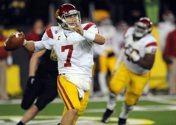 EUGENE, OR - NOVEMBER 19:  Quarterback Matt Barkley #7 of the USC Trojans throws a pass in the fourth quarter of the game against the Oregon Ducks at Autzen Stadium on November 19, 2011 in Eugene, Oregon. Barkley was 26 of 34 for 323 yards and 4 touchdown