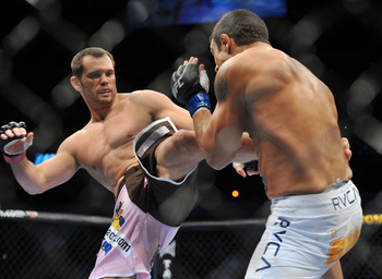 Rich Franklin (L)