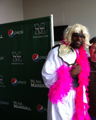 Vinny Curry dressed as Ric Flair for Halloween.