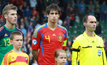 Javi Martinez alongside David De Gea.