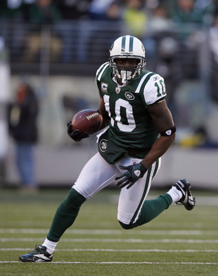 Santonio Holmes has to be a leader on the Jet offense.