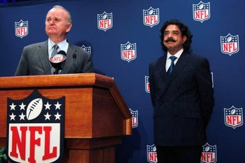 Wayne Weaver introducing new owner Shad Khan