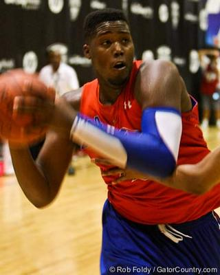 http://www.gatorcountry.com/images/uploads/basketballrecruiting/CarterRobert_110722_001_RFoldy.jpg