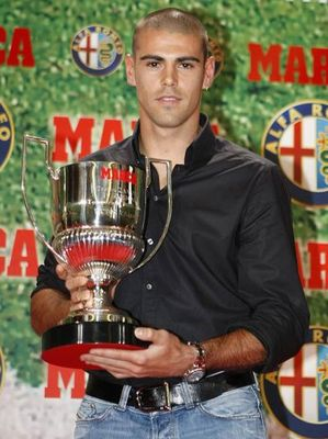 Valdes wins his fourth straight Zamora Trophy.