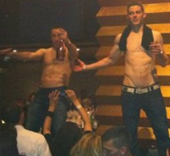Photo found at http://thebiglead.com/index.php/2011/06/20/the-bruins-are-having-a-great-time-partying-with-stanley/
