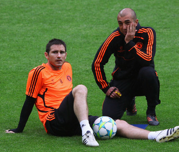 MUNICH, GERMANY - MAY 18:  Frank Lampard  of Chelsea  chats with interim Manager Roberto Di Matteo during the Chelsea training session, ahead of the UEFA Champions League Final between FC Bayern Muenchen and Chelsea at the Fuflball Arena München on May 18