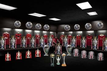 Giggs-with-trophies_display_image
