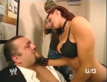 His recent breakdown on Raw was not the first time The Big Show begged on WWE television. (Image courtesy of BlingCheese.com)