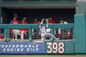Daredevil Nieuwenhuis Entertaining the Phillies Bullpen