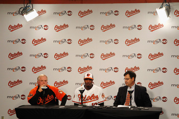 From left to right: Buck Showalter, Adam Jones, Dan Duquette.