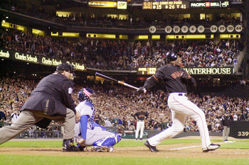 Bonds hitting his 71st home run, becoming the single season HR record holder.