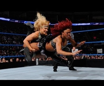 Beth Phoenix vs. Alicia Fox from a previous episode of SmackDown (Image courtesy of videomotion-tv.net)