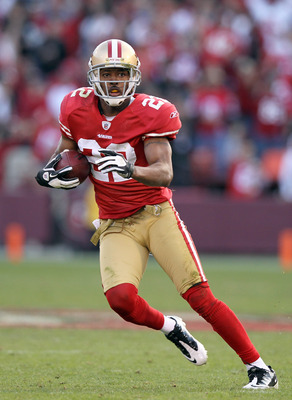 Carlos Rogers opted to stay with the 49ers