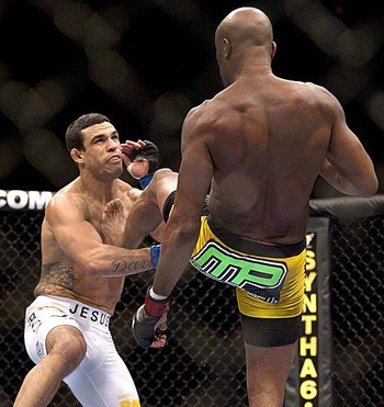 Silva-kicks-belfort-ufc-126_original_display_image