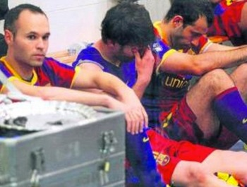 http://sports.yahoo.com/soccer/blog/dirty-tackle/post/this-is-lionel-messi-crying-after-a-loss-to-real-madrid?urn=sow-wp7892