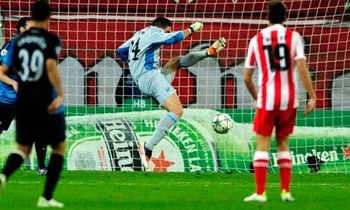 Mannone howler against Olympiakos (via The Guardian)