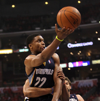 Rudy Gay goes to the hoop in Memphis' Game 6 over the Clippers.