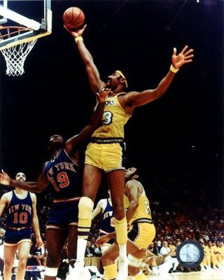 Photo Source: http://2.bp.blogspot.com/_KyU3mj6Q57k/TBugboO2okI/AAAAAAAAAMU/in6nJIa_KPU/s1600/wilt-chamberlain-rim-action-photograph-c12874120jpeg.jpg