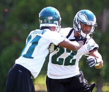 Hanson (21) and Boykin (22) work together at Eagles OTAs.