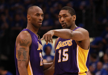 Are Bryant and World Peace discussing the idea of new teammates?