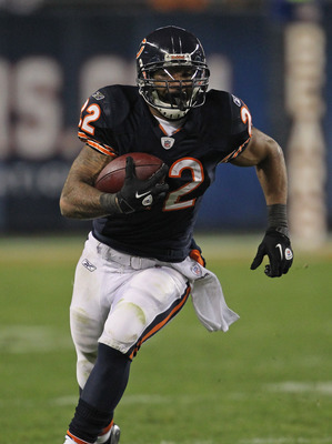 CHICAGO, IL - NOVEMBER 20:  Matt Forte #22 of the Chicago Bears runs against the San Diego Chargers at Soldier Field on November 20, 2011 in Chicago, Illinois. The Bears defeated the Chargers 31-20.  (Photo by Jonathan Daniel/Getty Images)