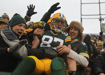 Jordy Nelson does his own Lambeau Leap
