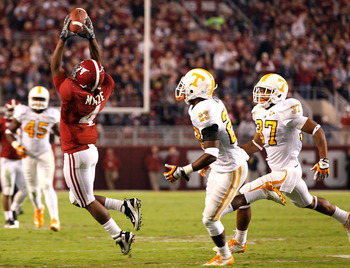TUSCALOOSA, AL - OCTOBER 22:  Marquis Maze #4 of the Alabama Crimson Tide pulls in this reception against Prentiss Waggner #23 and Brian Randolph #37 of the Tennessee Volunteers at Bryant-Denny Stadium on October 22, 2011 in Tuscaloosa, Alabama.  (Photo b