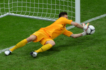 Polish keeper Tyton saves Karagounis' penalty vs Greece