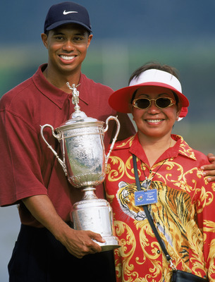 PEBBLE BEACH, CA - JUNE 18:  Tiger Woods holds the trophy as he poses with his mother Kultida Woods after winning the 100th US Open at the Pebble Beach Golf Links on June 18, 2000 in Pebble Beach, California.  (Photo by Jamie Squire/Getty Images)