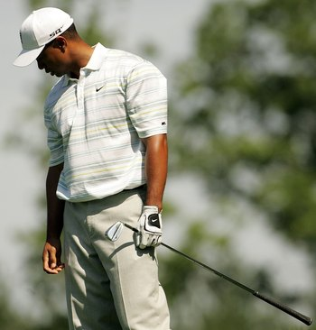 MAMARONECK, NY - JUNE 16:  Tiger Woods reacts to his tee shot on the 18th hole during the second round of the 2006 US Open Championship at Winged Foot Golf Club on June 16, 2006 in Mamaroneck, New York.  (Photo by Nick Laham/Getty Images)