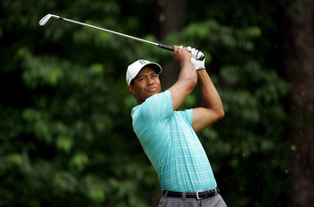 OAKMONT, PA - JUNE 14:  Tiger Woods hits a shot from the 12th tee during the first round of the 107th U.S. Open Championship at Oakmont Country Club on June 14, 2007 in Oakmont, Pennsylvania.  (Photo by Donald Miralle/Getty Images)