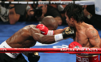 Timothy Bradley getting hurt by Manny Pacquiao