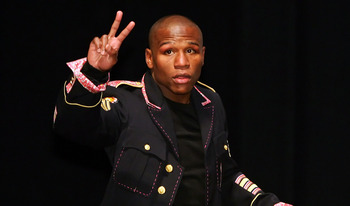 Floyd Mayweather chunking up the duce.