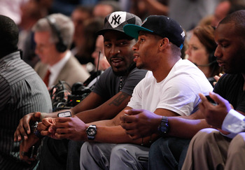 Giants starters Victor Cruz and Hakeem Nicks enjoying the Heat game courtside
