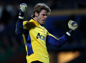 BLACKBURN, ENGLAND - APRIL 02:   David de Gea of Manchester United celebrates during the Barclays Premier League match between Blackburn Rovers and Manchester United at Ewood Park on April 2, 2012 in Blackburn, England. (Photo by Alex Livesey/Getty Images