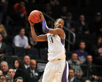 Terrence Ross catches a pass in Washington's NIT semifinal loss to Minnesota.
