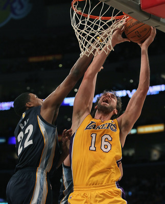 Rudy Gay tries to block a shot by Pau Gasol in Memphis' game against the Lakers.
