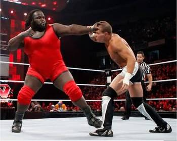 Wwe-wrestler-mark-henry-gave-big-punch-to-tyson-kidd-new-picture_display_image