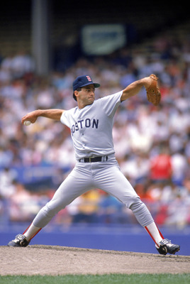 1989:  Mike Boddicker of the Boston Red Sox throws the pitch during the 1989 season. (Photo by Rick Stewart/Getty Images)
