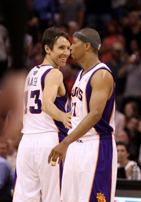 It's time for Steve Nash to leave the Phoenix Suns to the young guns.