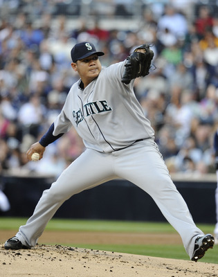 SAN DIEGO, CA - JUNE 23:  Felix Hernandez #34 of the Seattle Mariners pitches during the first inning of an interleague baseball game against the San Diego Padres at Petco Park on June 23, 2012 in San Diego, California.  (Photo by Denis Poroy/Getty Images