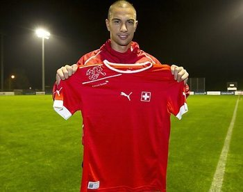 Inler-switzerland-jersey-2012_display_image