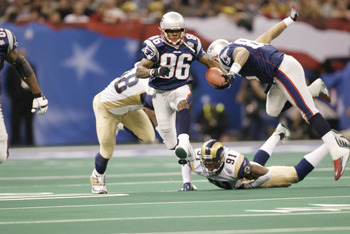 03 Feb 2002: David Patten #86 of the New England Patriots  takes a running pass and tries to outrun the St.Louis Rams during Superbowl XXXVI at the Superdome in New Orleans, Louisiana.  The Patriots defeated the Rams 20-17. DIGITAL IMAGE. Mandatory Credit