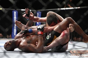 Anderson Silva submits Chael Sonnen while on his back. (Photo courtesy Esther Lin|Fanhouse)