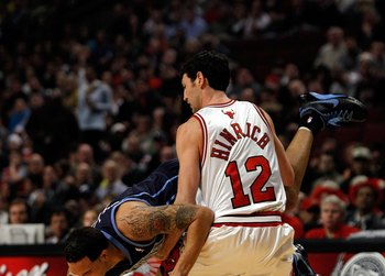 Is Kirk Hinrich willing to take a pay cut to return to the Bulls? Your guess is as good as mine.