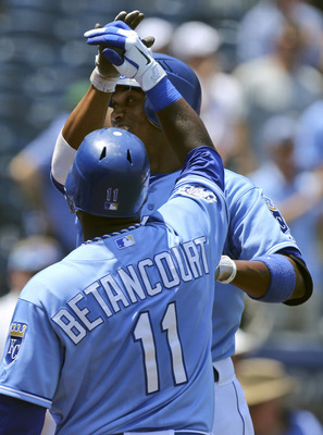 Bash brothers! Yuniesky Betancourt with his friend... Alcides Escobar.