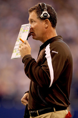 Pat Shurmur calls a play. He will retain playcalling duties in 2012.